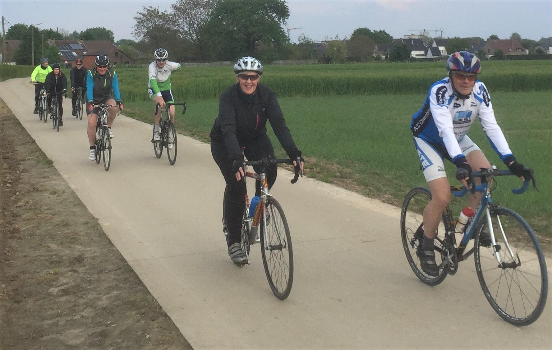 ritje tijdens de start to cycle langs mooie wegen